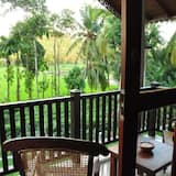 Deluxe szoba kétszemélyes vagy két külön ággyal, erkély, kilátással a kertre - Erkély