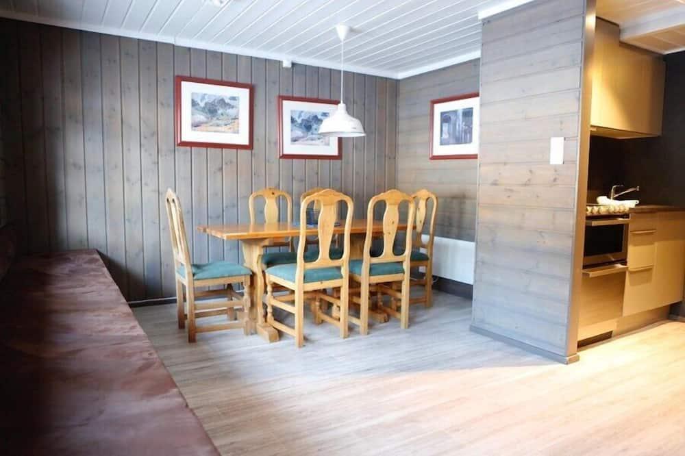 Perhehuoneisto (Midtgarden) - Ruokailu omassa huoneessa