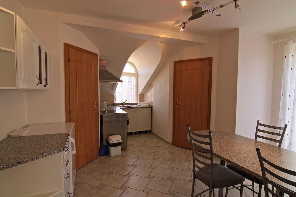 Suite, 1 Quarto, Varanda - Cozinha partilhada