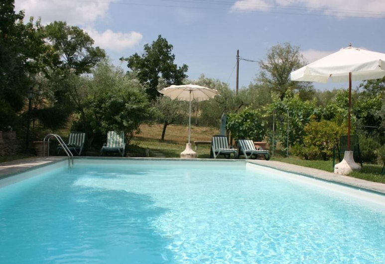 Beautiful private villa with WIFI, private pool, TV, pets allowed and parking, close to Arezzo , Castiglion Fiorentino, Outdoor Pool