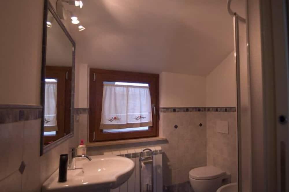 Szoba kétszemélyes ággyal, privát fürdőszoba (External) - Fürdőszoba