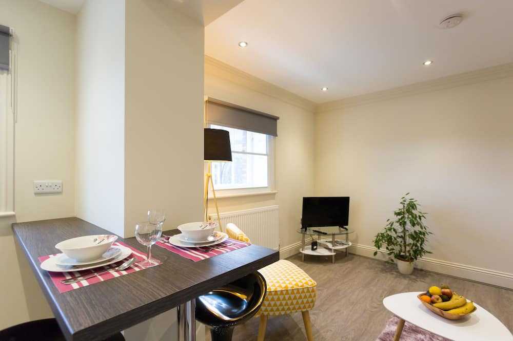 Luxury Apartment, 1 Bedroom, Kitchen, City View - In-Room Dining