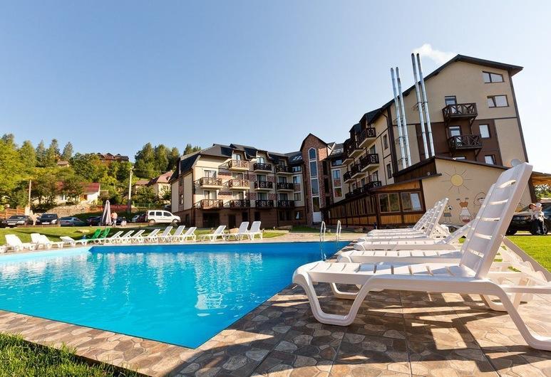 Hotel & Restaurant Premium Club, Yaremche, Piscina Exterior