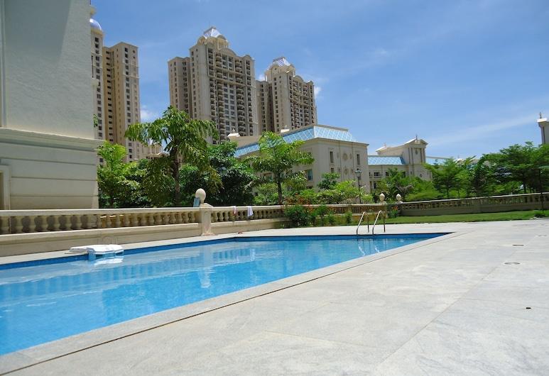 奧拉加達姆客房出租飯店, Sriperumbudur, 室外游泳池