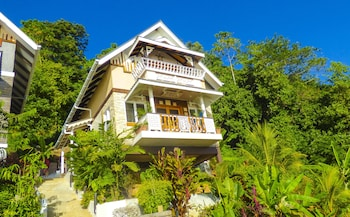 Enter your dates for our Mahe Island last minute prices