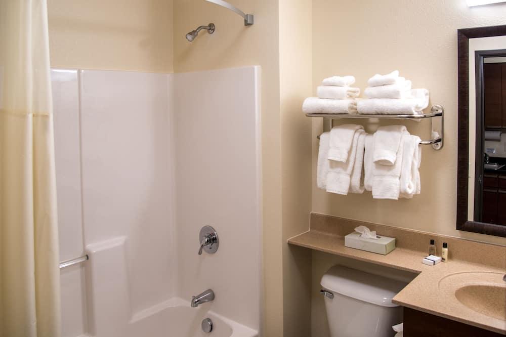 Room, 2 Queen Beds (With Recliner) - Bathroom