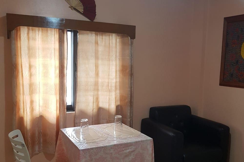Queen Suite - Living Area