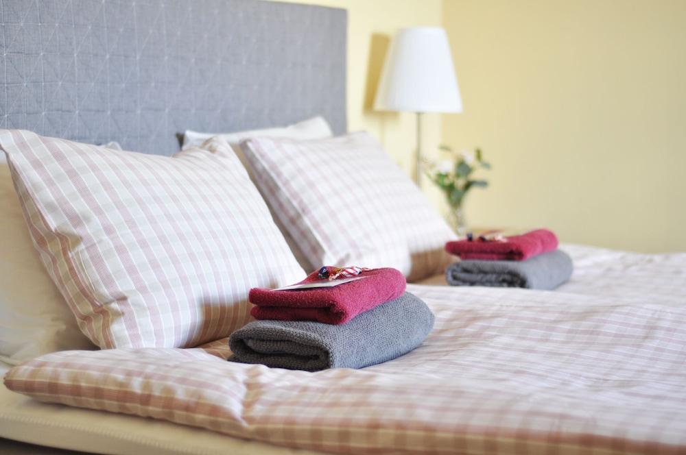 Sköna Rum Fryksta, Kil, Twin Room, Shared Bathroom (Hostel, Bed Sheets