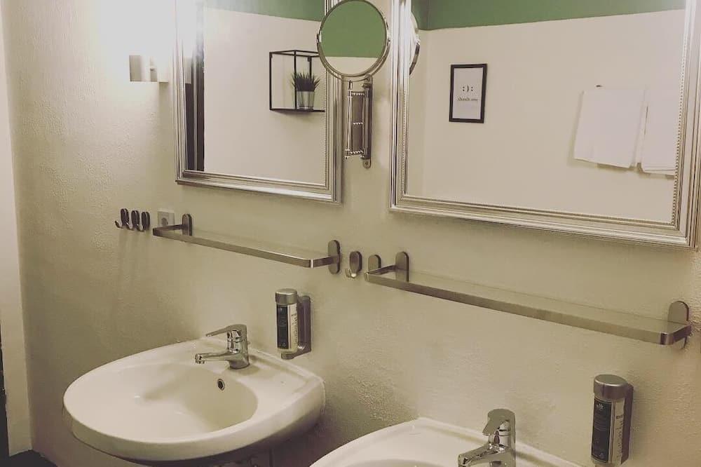 Dormitory, Shared Bathroom, Annex - Kúpeľňa