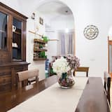 Deluxe Apartment, 2 Bedrooms, Kitchen, City View - In-Room Dining