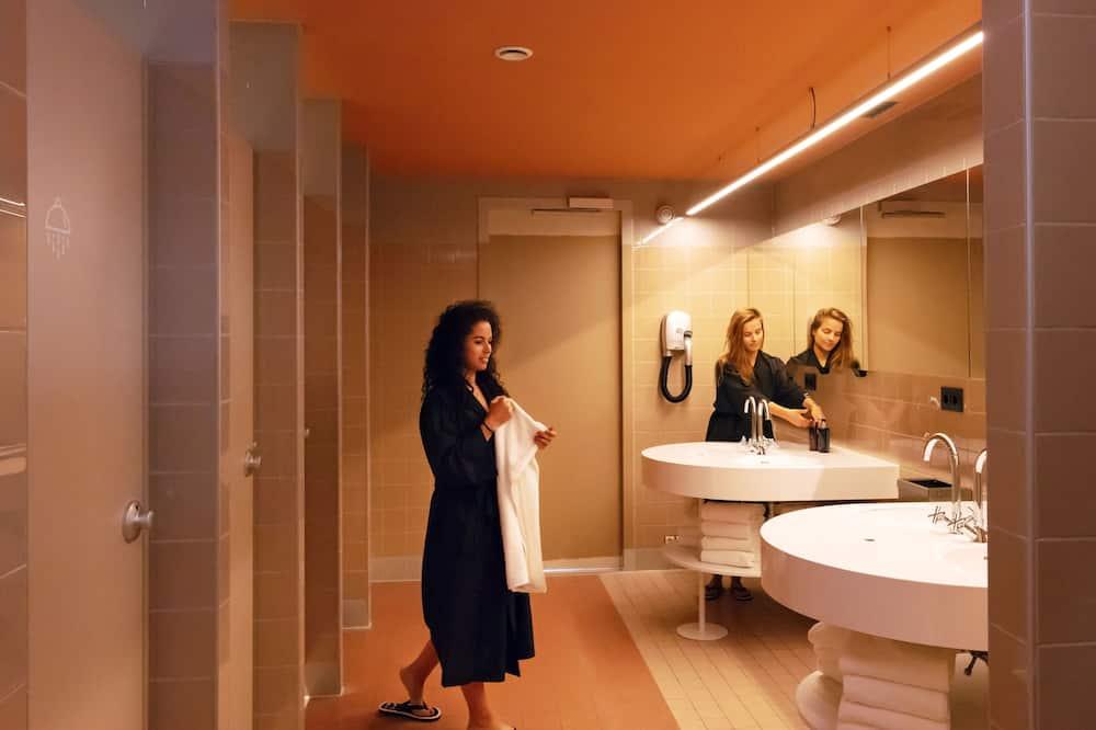 Kahetuba, 1 lai voodi, ühiskasutatav vannituba - Vannituba