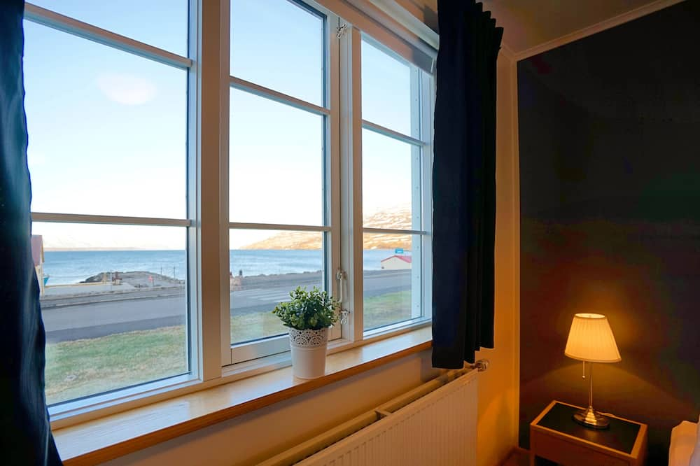 Basic Double or Twin Room, 2 Single Beds - Guest Room View