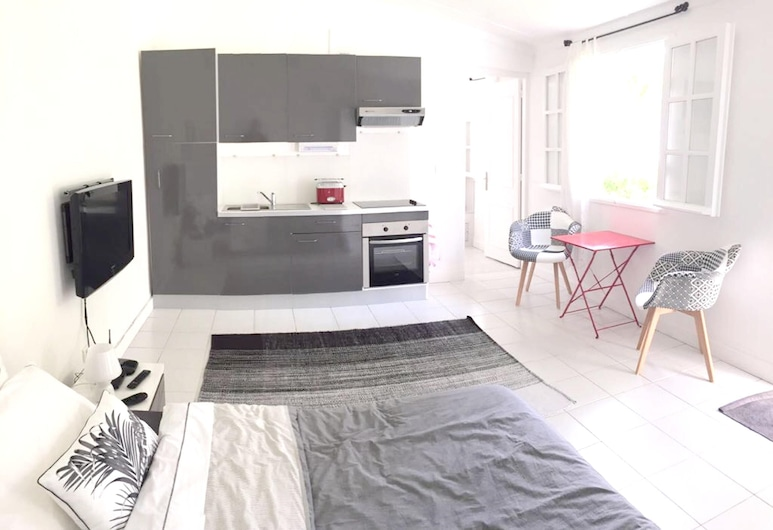 Studio in Boucan Canot, With Enclosed Garden and Wifi - 300 m From the Beach, Saint-Paul, Cocina privada
