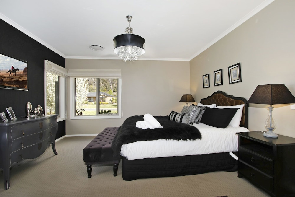 Collins Retreat   4 Bedroom Home With Pool, Bright, House, 4 Bedrooms,