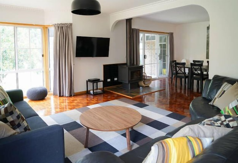 Canyon Walk House & Unit, Bright, House, Multiple Bedrooms, Living Room
