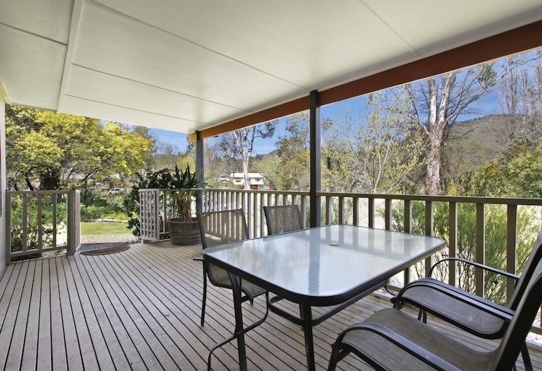 Snowstream Riverside Apartments - Unit 3, Bright, Apartment, 1 Bedroom, Terrace/Patio