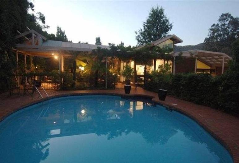 Apple Blossom Retreat, Bright, Outdoor Pool