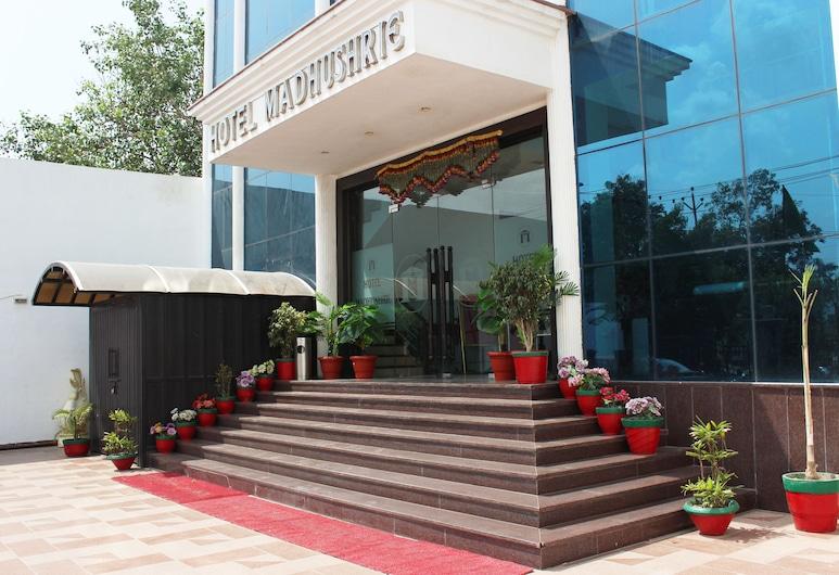 OYO 1493 Hotel Madhushrie, Etmadpur, Hotel Entrance