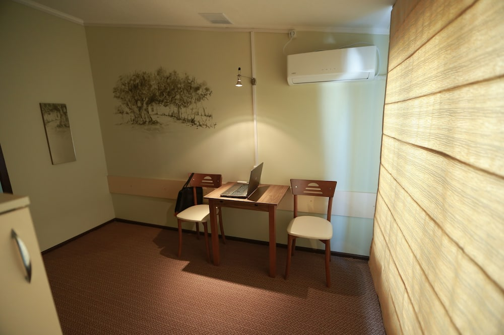 Economy Shared Dormitory, Mixed Dorm, Mountain View (4 beds) - Living Area