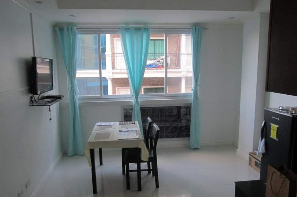 Deluxe Room with Private Kitchenette - In-Room Dining