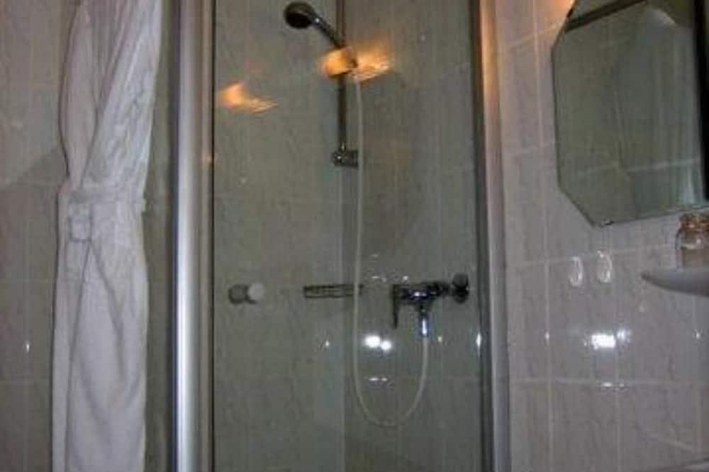 Yhden hengen huone - Kylpyhuoneen suihku