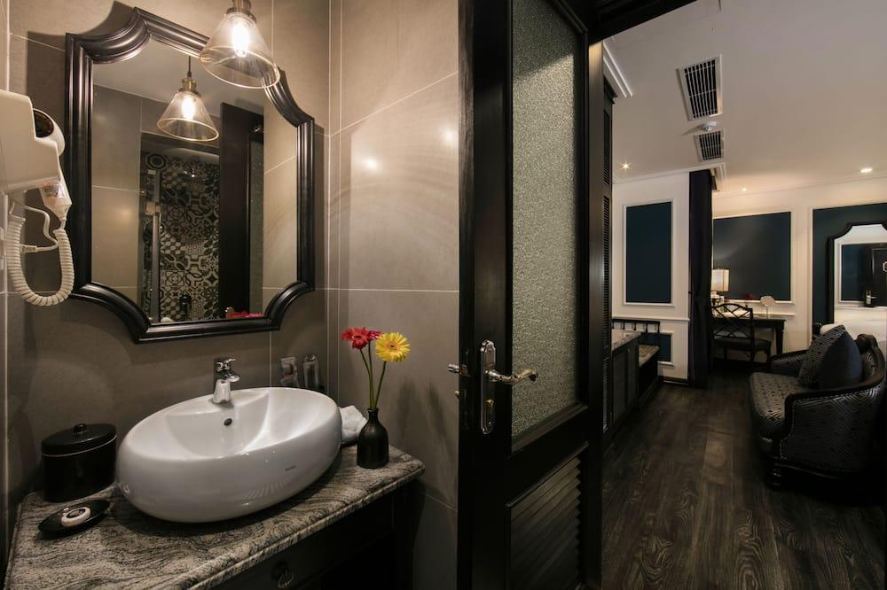 Deluxe Cozy Twin Room - Bathroom Sink