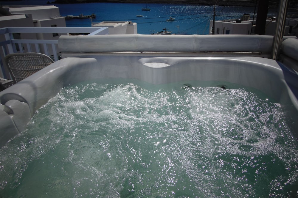 Junior Suite, Jetted Tub, Sea View - Outdoor Spa Tub
