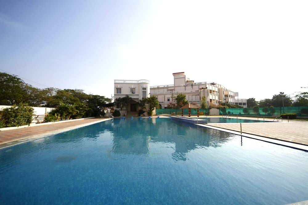 Beltéri/kültéri medence