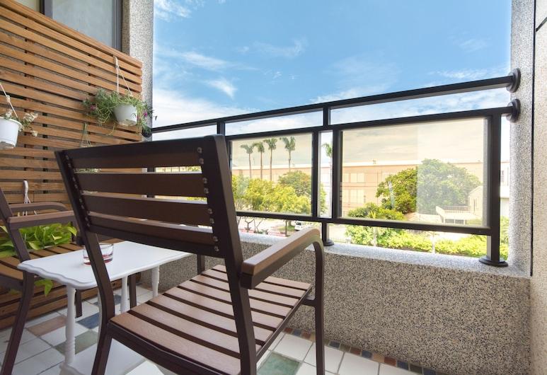 紫青橙民宿, 花蓮市, 家庭四人房, 2 張標準雙人床, 城市景觀, 陽台