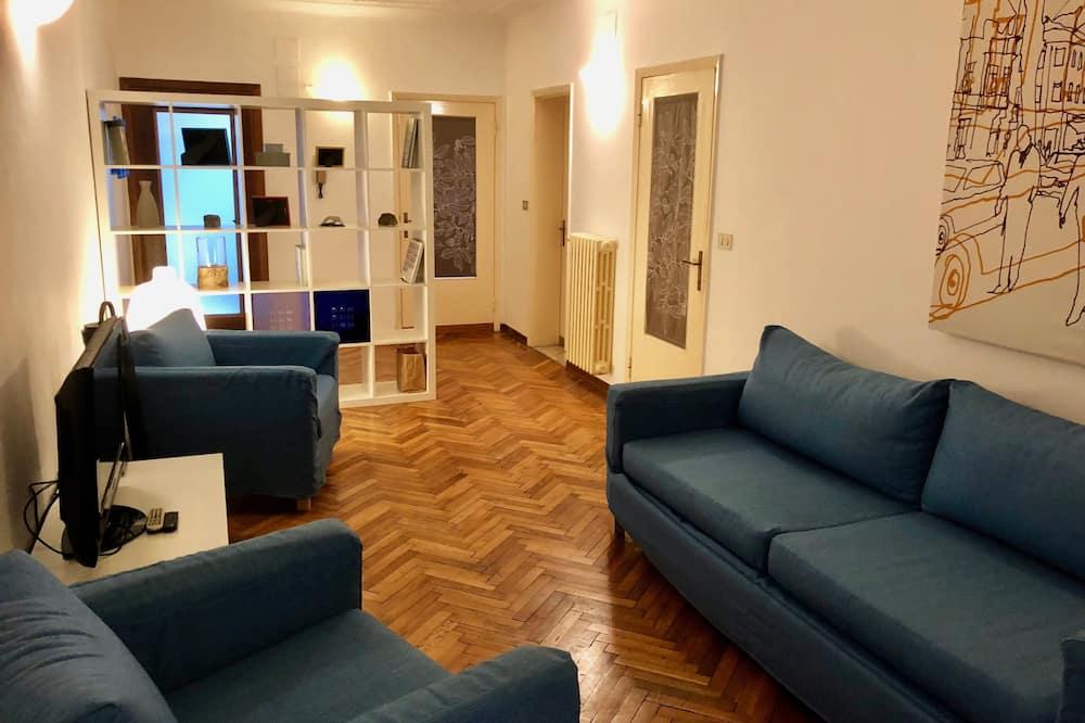 Apartment, 3 Bedrooms - Interior Entrance
