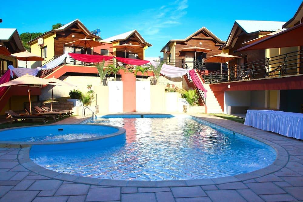 حمام سباحة