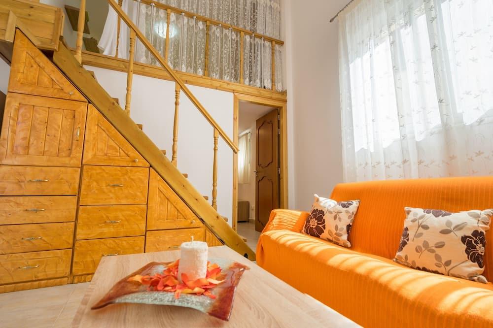Villa, 3 Bedrooms, Balcony - Living Room