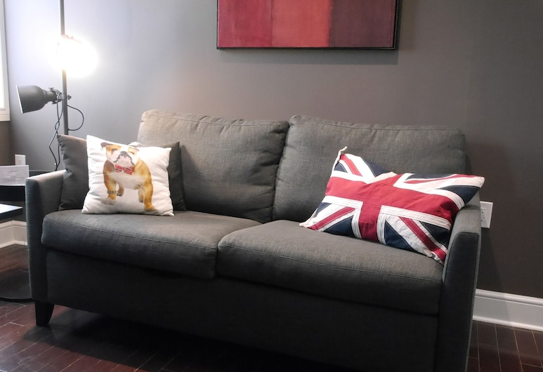 Amazing Reno 2BR Apartment, Toronto, Appartement, Woonkamer