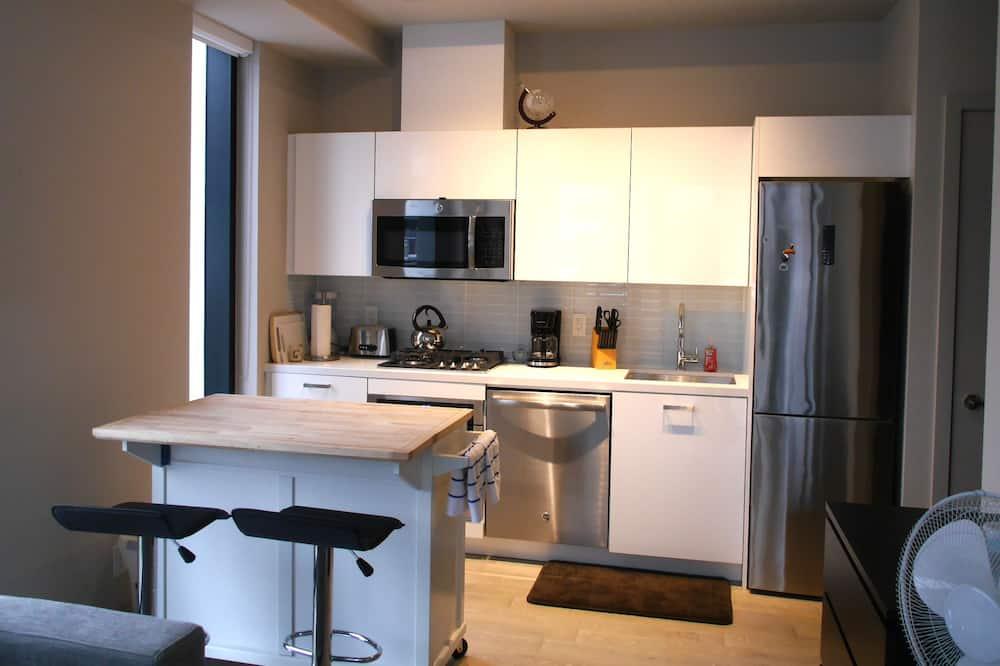 Executive Condo, 1 Bedroom, Private Bathroom - Living Area