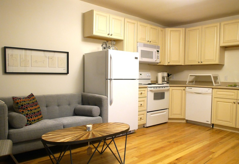 Amazing 1BR Apartment Near Mall, Toronto, Appartement, Woonruimte