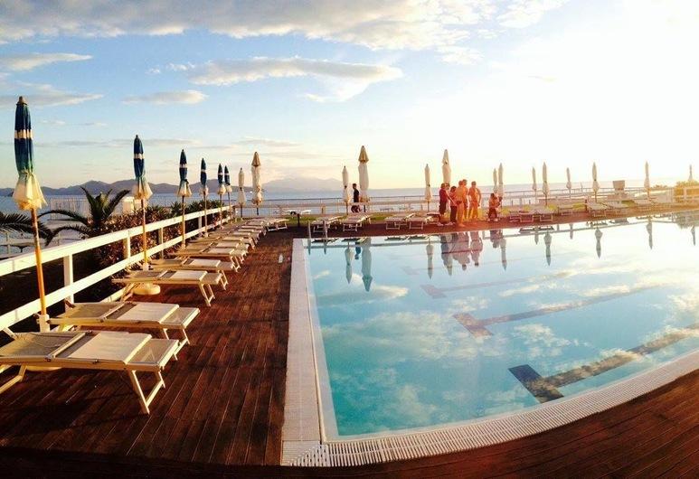 La Sorgente Resort, Piombino, Kolam Renang Luar Ruangan
