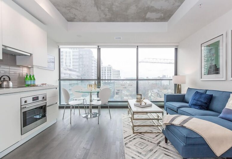 Luxury 1BR in the Heart of King West, Toronto