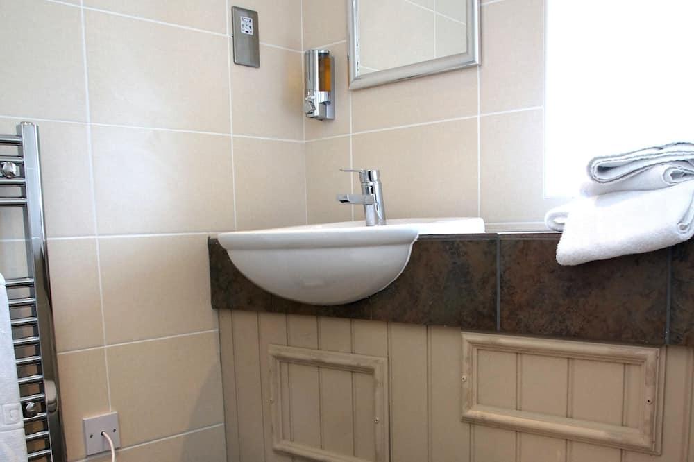 חדר סטנדרט זוגי, מיטה זוגית - חדר רחצה