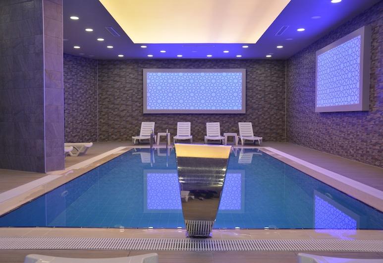 溫特市飯店, 卡爾斯, 室內游泳池