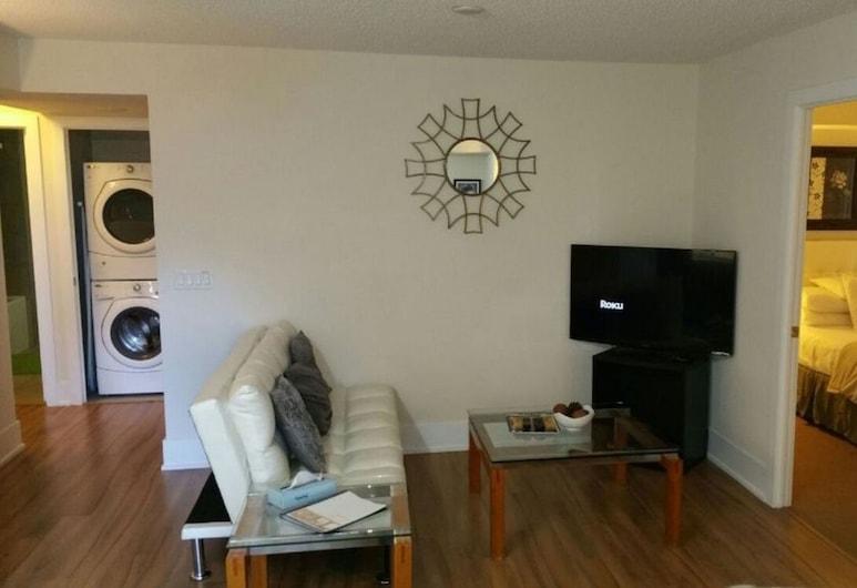 Pelicanstay in Downtown Toronto, Toronto, Suite, 2 Bedrooms, Living Room