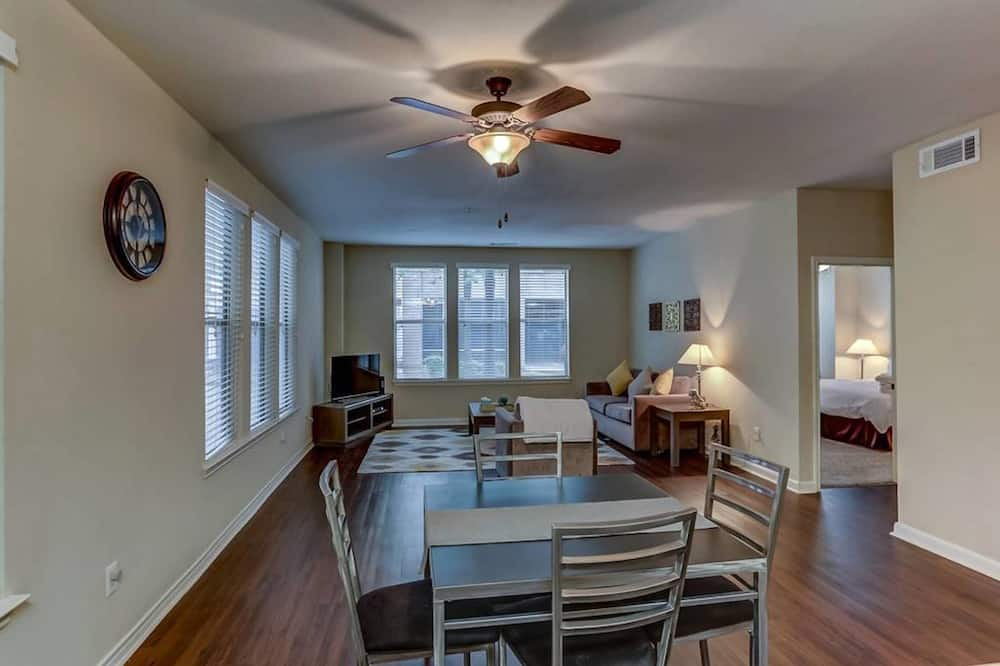 Classic Apartment, 2 Bedrooms, 2 Bathrooms - In-Room Dining