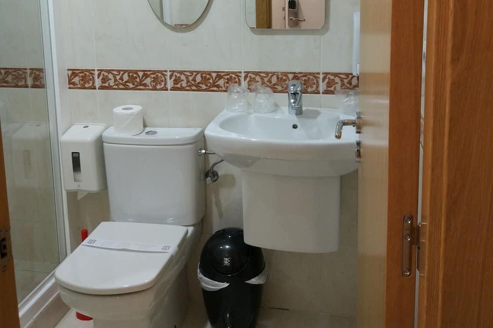 Perhehuone, Useita sänkyjä - Kylpyhuone