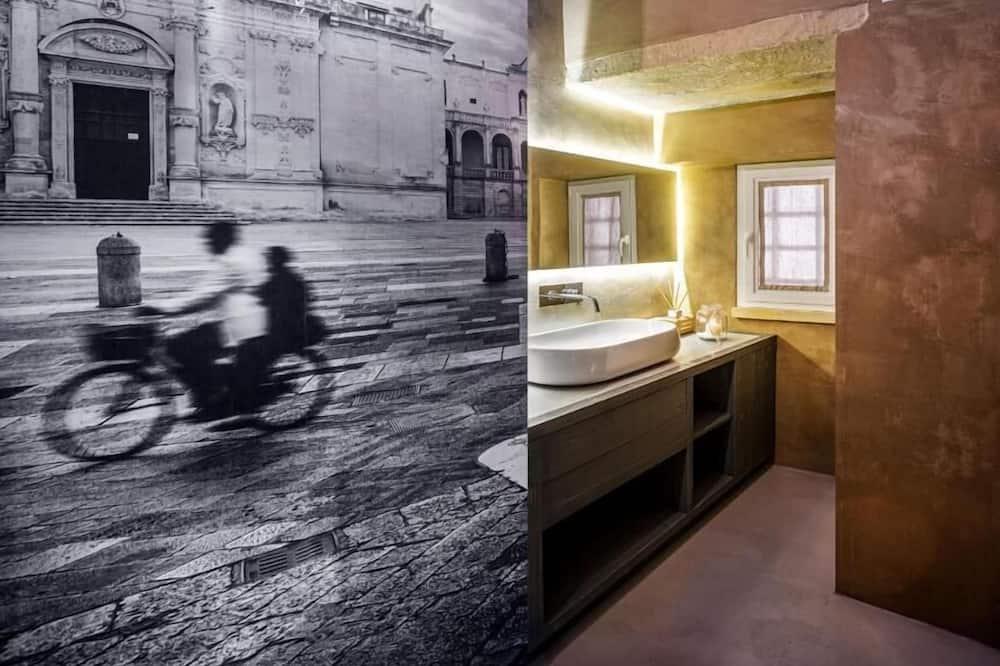 Suite (Queen) - Bathroom