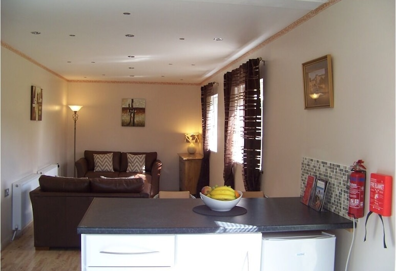 The Old Post Office Cottage, Corsham, Lounge
