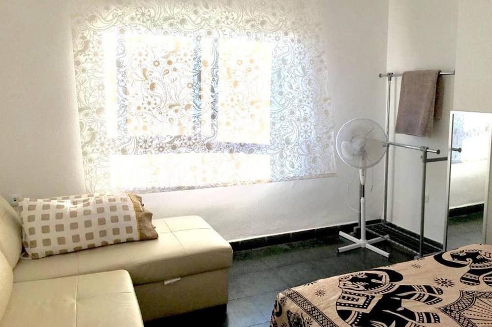 Tweepersoonskamer, gemeenschappelijke badkamer - Woonruimte