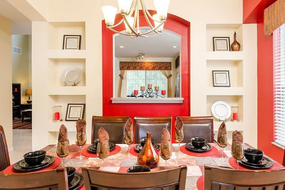 Апартаменти, багато спалень - Обіди в номері