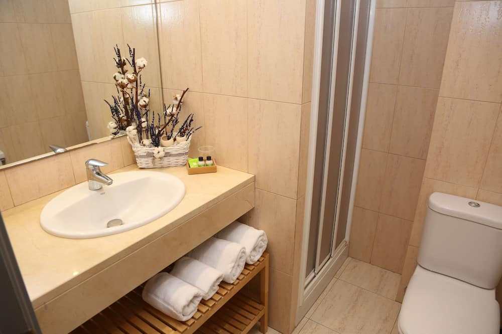 Superior Double or Twin Room, Mountain View - Bathroom