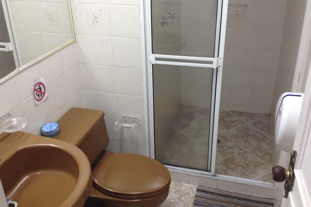 Shared Dormitory (Taganga) - Bathroom