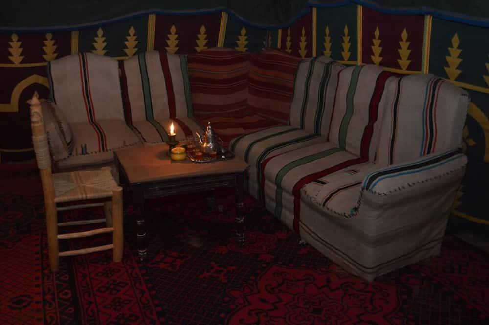 Triple Tent - Étkezés a szobában