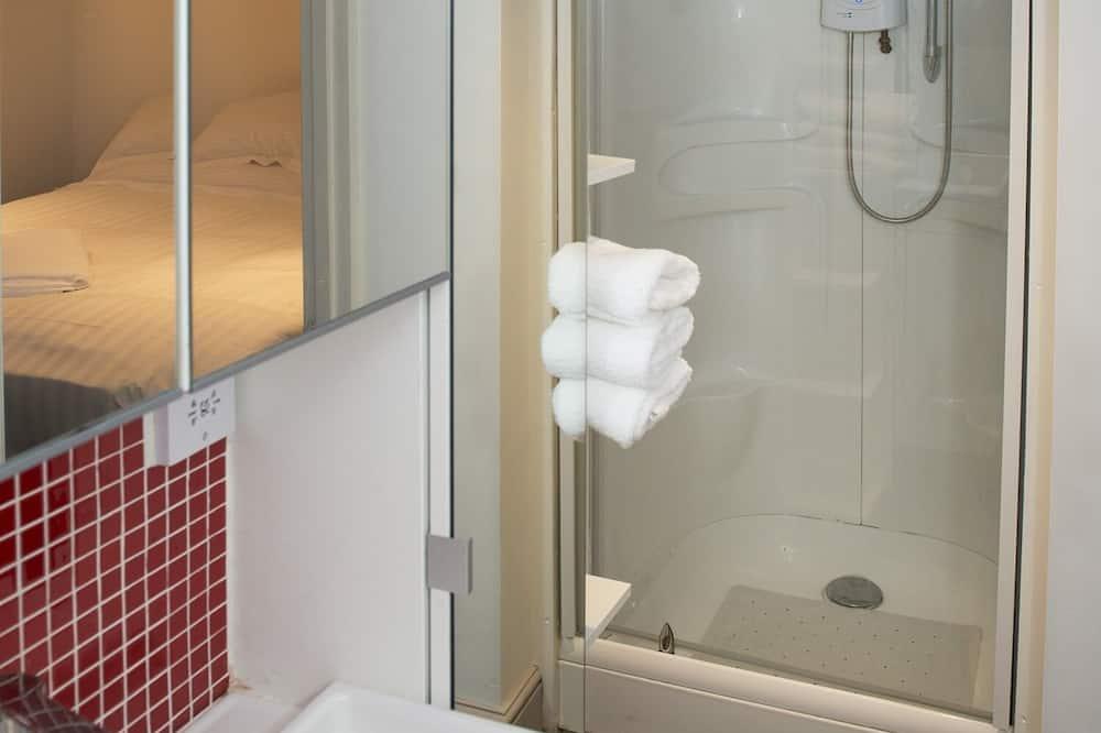 Standartinio tipo numeris, iš miegamojo pasiekiamas vonios kambarys - Vonios kambarys